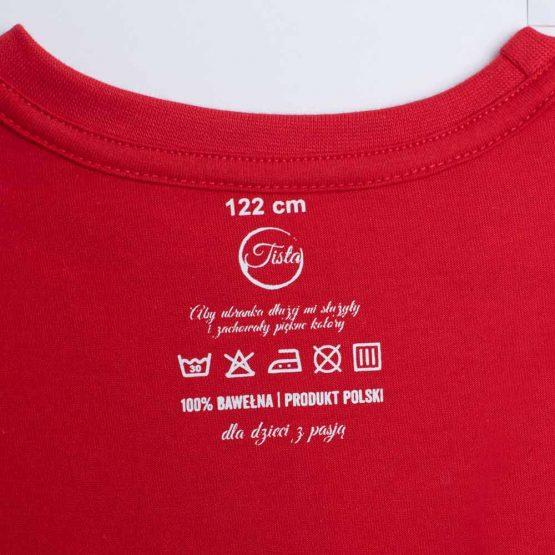 Metka czerownej koszulki bawełnianej