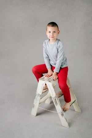 Chłopięca szara koszulka z długim rękawem