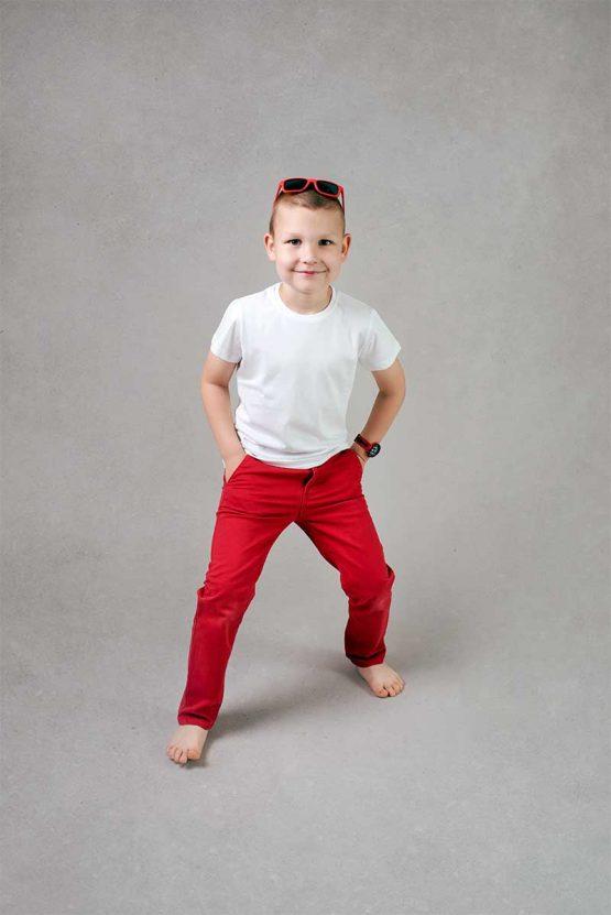 Chłopięca biała koszulka z krótkim rękawem. Tshirt