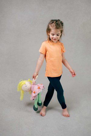 Dziewczęca łososiowa koszulka z krótkim rękawem. Tshirt
