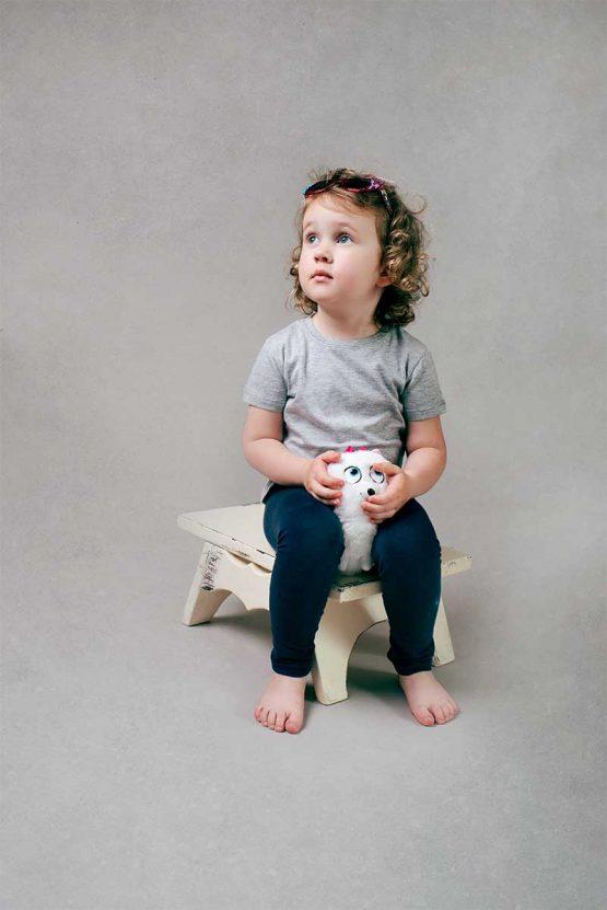 Dziewczęca klasyczna szara koszulka z krótkim rękawem. Tshirt
